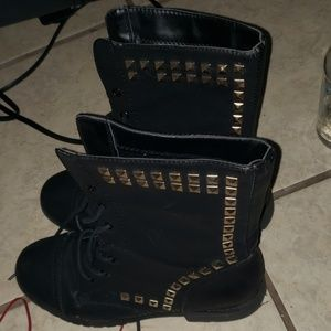 Stoned boots